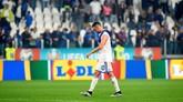 Miralem Pjanic terlihat kecewa. Kekalahan ini membuat Bosnia harus bekerja lebih keras untuk bisa lolos ke putaran final Piala Eropa 2020. (REUTERS/Massimo Pinca)