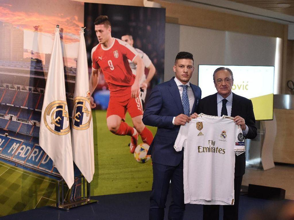 Jovic mengaku Madrid adalah klub impiannya sejak kecil. Dia pun kini merasa seperti orang paling bahagia di dunia. (Foto: Denis Doyle / Getty Images)