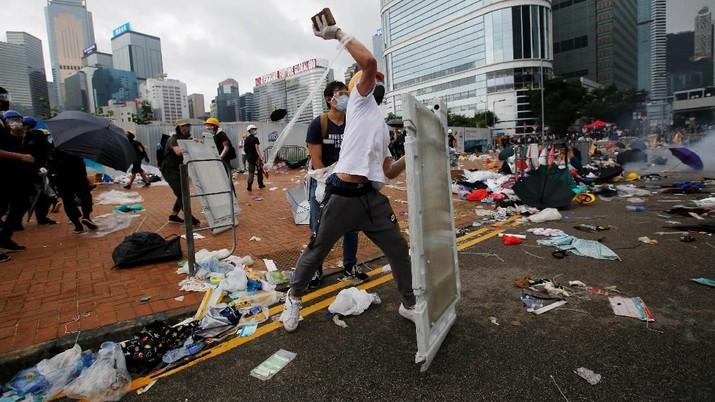Protes Ekstradisi, Demonstran & Polisi Hong Kong Bentrok