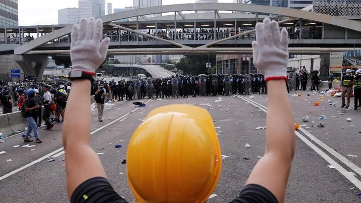 Pembahasan Rancangan Undang-Undang (RUU) kontroversial yang memungkinkan ekstradisi pelaku kriminal di Hong Kong ke China telah ditunda.