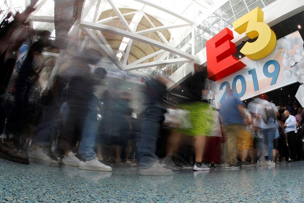Sejumlah pembuat game, wartawan dan penggemarhadir dalam pembukaan ajangElectronic Entertainment Expo (E3) yang merupakan pamera video game tahunan yang memperkenalkan inovasi terbaru video game di Los Angeles, California, AS, (11//6/2019). (REUTERS / Mike Blake)