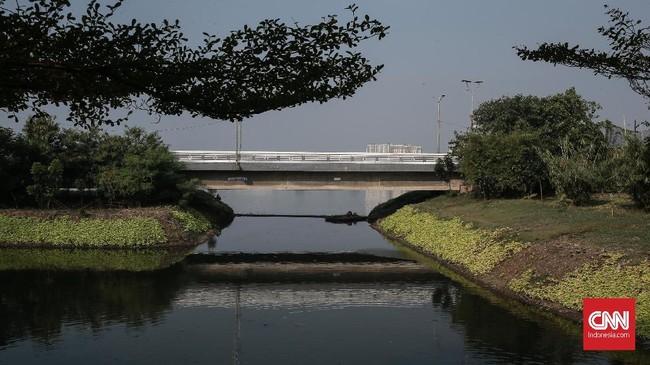 Yusmada menyatakan Waduk Pluit memiliki instalasi strategis yang harus dipastikan siap menampung air saat musim hujan.(CNN Indonesia/Andry Novelino)