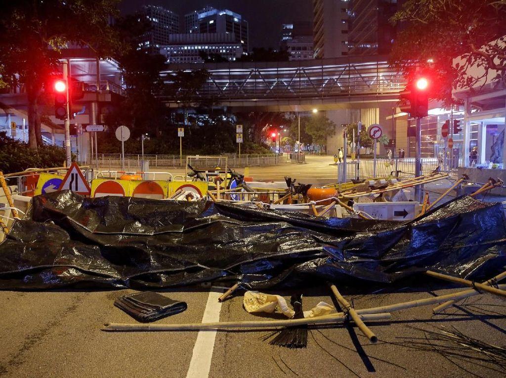 Sebelumnya, puluhan ribu warga Hong Kong turun ke jalan untuk melakukan aksi demo memprotes RUU ekstradisi yang memungkinkan seorang tersangka kasus diadili di luar negeri, termasuk China. Thomas Peter/Reuters.