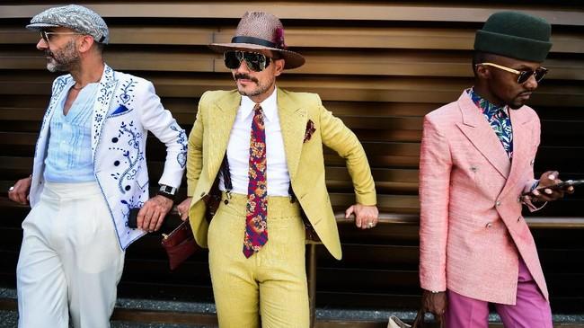 Para influencer fesyen menghadiri ajang Pitti Immagine Uomo di Florence, Tuscany. (AFP/Miguel Medina)