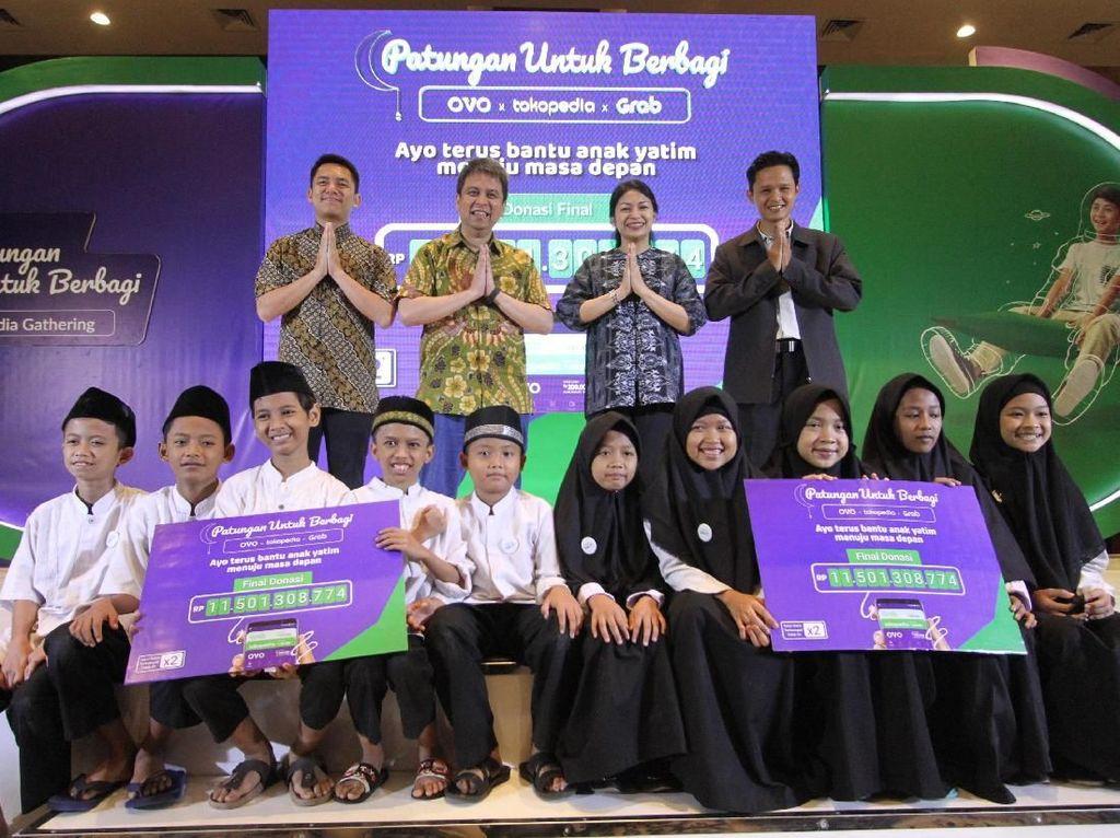 Dengan didukung penyelenggaraan Festival Patungan Untuk Berbagi di delapan kota besar, kampanye donasi digital selama sebulan penuh yang diprakarsai tiga ekosistem digital terbesar di Indonesia ini berhasil mengumpulkan total sumbangan lebih dari Rp 11,5 miliar. Istimewa.