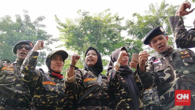 Beda Dukungan, Banser dan FPI Kawal Sidang Gus Nur