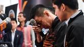 Lee Chong Wei menangis saat mengumumkan gantung raket di Malaysia, Kamis (13/6).(Mohd RASFAN/ FP)
