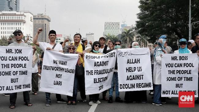 Mayoritas massa yang mengikuti aksi unjuk rasa menilai ada kecurangan dalam penyelenggaraan Pilpres yang menghasilkan kemenangan bagi pasangan Jokowi-Ma'ruf Amin. (CNN Indonesia/Andry Novelino)
