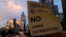 Berbaju Hitam, Demonstran Penuhi Victoria Park di Hong Kong
