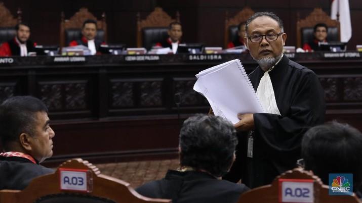 15 Tuntutan BW, Diantaranya Tetap Minta Prabowo Jadi Presiden