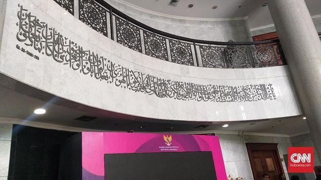 Pasang Tulisan Kaligrafi, MK Ingatkan soal Keadilan Sejati