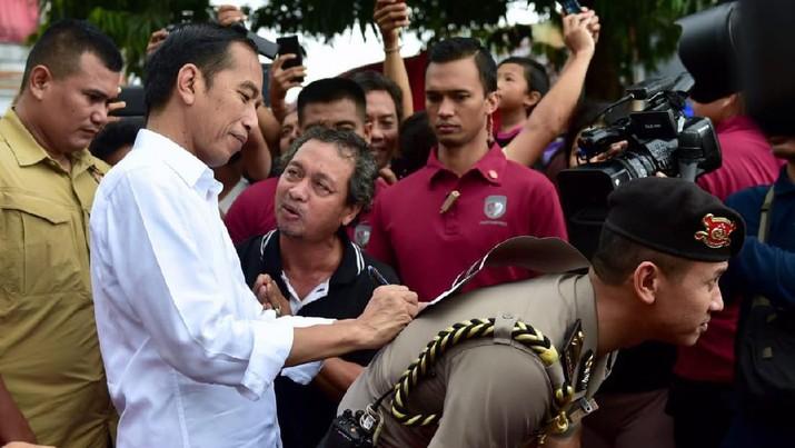 Tiba-tiba Jokowi Dicegat Orang Tak Dikenal di Bali, Ada Apa?