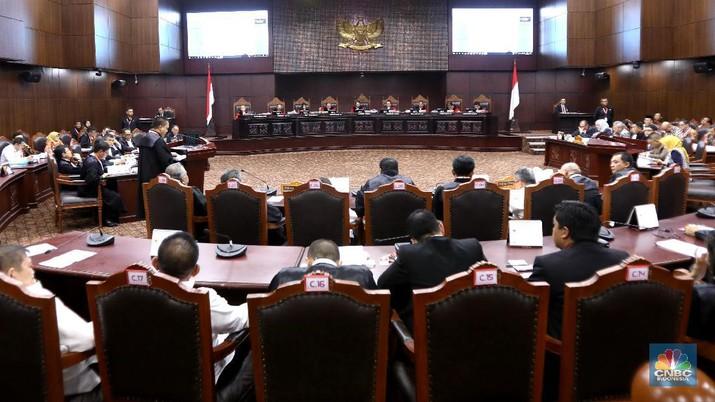 Bambang Widjojanto Persoalkan Status Ma'ruf di Bank Syariah