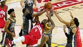 Power forward Toronto Raptors, Serge Ibaka, turut berkontribusi untuk kemenangan Toronto Raptors atas Golden State Warriors di gim keenam dengan mencetak 15 poin. (Kyle Terada-USA TODAY Sports via Reuters)