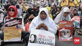 Kawal Sidang MK, Massa Prabowo Ngaji Bersama di Patung Kuda