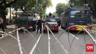 Sidang Perdana MK, Belasan Kendaraan Taktis Aparat Disiagakan