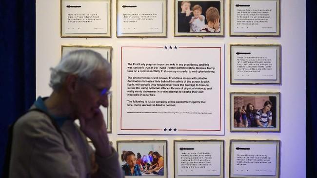 Kemunculan koleksi ini sebagai upaya menurunnya popularitas Trump dalam beberapa waktu terakhir.(Photo by Andrew CABALLERO-REYNOLDS / AFP)