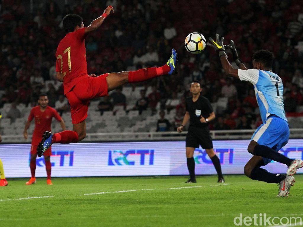 Skuat Daruda unggul 2-0 di paruh pertama lewat gol Alberto Goncalves dan Evan Dimas.