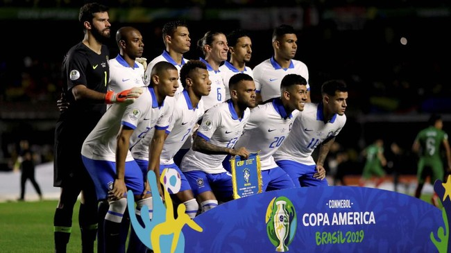 Timnas Brasil mengenakan kostum kedua ketika berhadapan dengan Bolivia pada laga pembuka Copa America 2019. (REUTERS/Ueslei Marcelino)