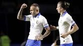 Selain Coutinho, Everton juga mendaftarkan diri sebagai pencetak gol Brasil di laga pembuka Copa America 2019 melawan Bolivia. Aksi individu penyerang 23 tahun itu berujung dengan gol yang cukup apik pada menit ke-85. (REUTERS/Henry Romero)