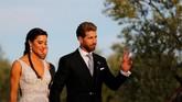 Sergio Ramos dan Pilar Rubio di rumahnya di Bollullos de la Mitacion usai menjalani pernikahan. (REUTERS/Marcelo del Pozo)