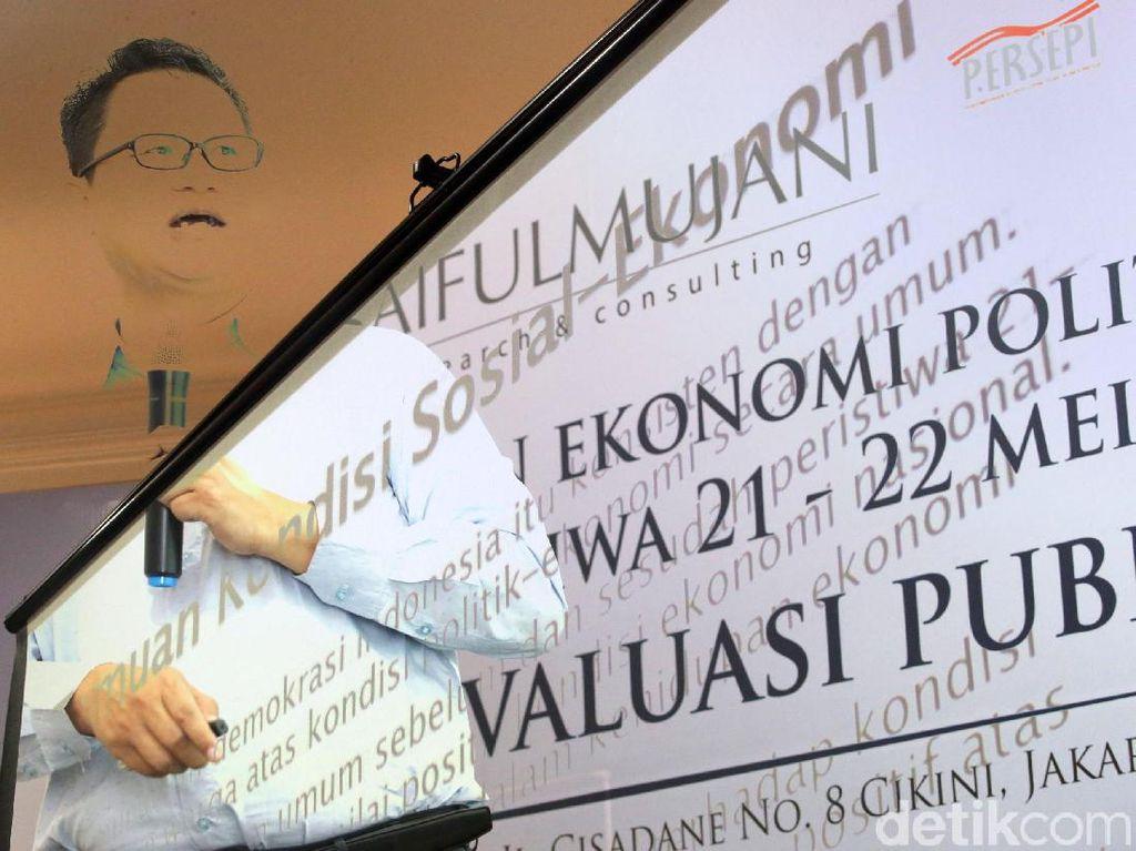 Survei SMRC menunjukkan 82% warga menganggap demokrasi adalah pilihan sistem terbaik, 86% warga menilai demokrasi cocok untuk Indonesia, 91% warga menganggap penting kebebasan untuk mengkritik pemerintah, 97% warga menganggap penting pemilu yang bebas dan adil, serta 86% warga memilih sistem demokrasi dibandingkan sistem yang lain.
