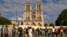VIDEO: Kebaktian Pertama di Notre-Dame 'Dilindungi' Helm