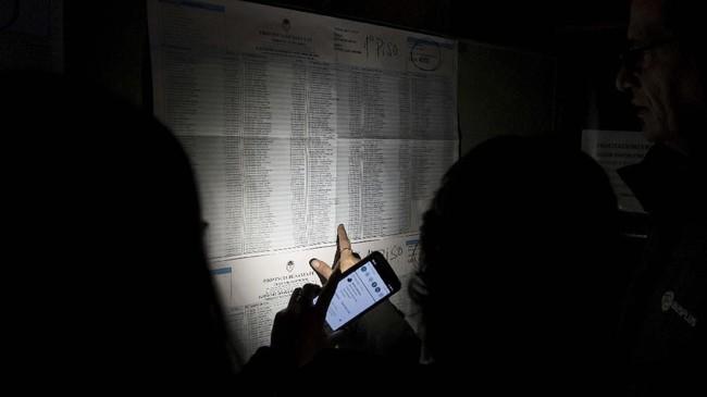 Perusahaan listrik Argentina, Edesur pun mengkonfirmasi pemadaman listrik di seluruh kota tanpa menyebutkan penyebabnya. (REUTERS/Stringer)