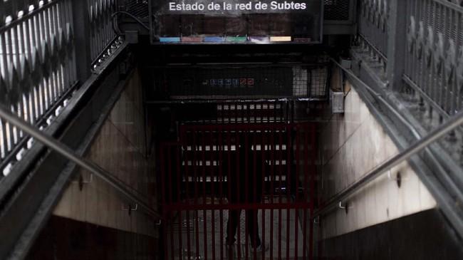 Pemadaman listrik besar-besaran menimpa dua negara di Amerika Selatan yaitu Argentina dan Uruguay pada Minggu (16/6). (REUTERS/Mariana Greif)