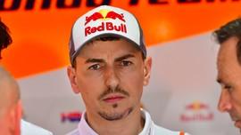 Motor Mental ke Atas Tumpukan Ban, Lorenzo Sempat Takut