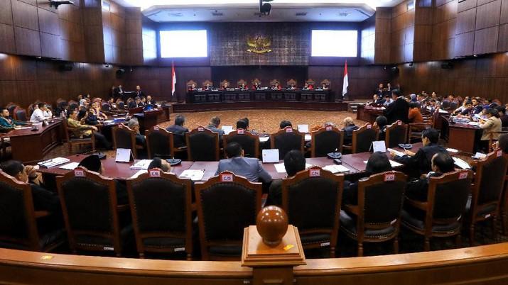 KPU dalam rekapitulasi nasional lalu telah menetapkan Prabowo-Sandi meraih 68.650.239 suara sah.