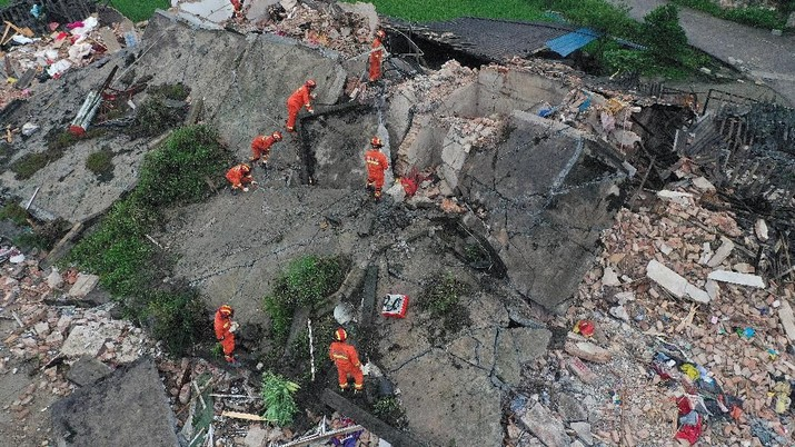 11 Tewas & Bangunan Luluh Lantak akibat Gempa 5,9 M di China