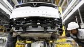 Di Paris, dua model sudah diperkenalkan, yaitu sedan eksekutif LUX A2.0 berbasis BMW Seri 5 F10 dan SUV menengah LUX SA2.0 berbasis BMW X5, didesain Pininfarina dan komponennya dikerjakan Magna Steyr. (REUTERS/Kham)