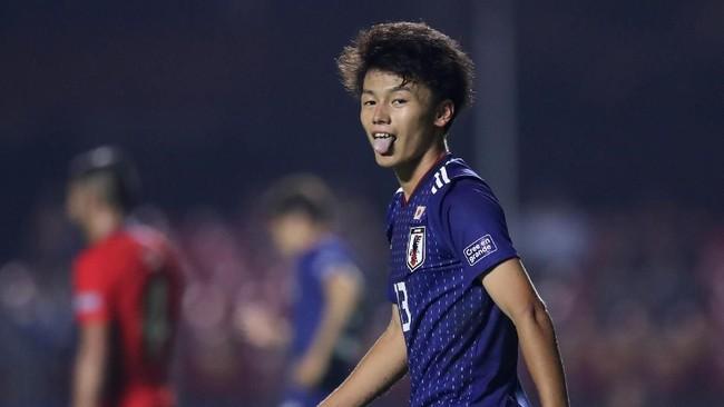 Timnas Jepang menghasilkan banyak peluang setelah tertinggal dua gol. Banyak kans yang didapat Ayase Ueda, namun tidak ada gol yang mampu disarangkan Tim Matahari Terbit. (REUTERS/Ueslei Marcelino)