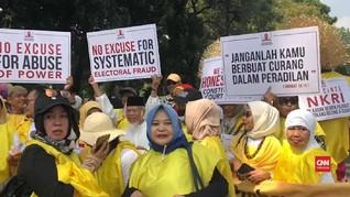 VIDEO: Identitas Kuning-kuning Massa GNKR Kawal Sidang MK