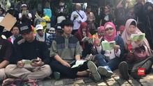 VIDEO: Lantunan doa dari Massa untuk Sidang MK
