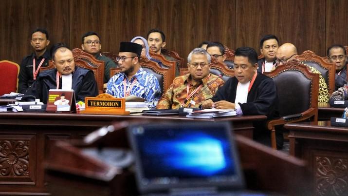 KPU menyebut gugatan tim Prabowo pengalihan isu dan penuh penghinaan kepada MK, apalagi dengan menyebut Mahkamah sebagai Mahkamah Kalkulator