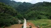 Tham Luang Nang Non adalah sebuah kompleks gua karst di bawah Doi Nang Non, pegunungan di perbatasan antara Thailand dan Myanmar.