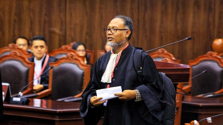 Tim kuasa hukum Prabowo-Sandi mempermasalahkan adanya Tempat Pemungutan Suara (TPS) siluman.
