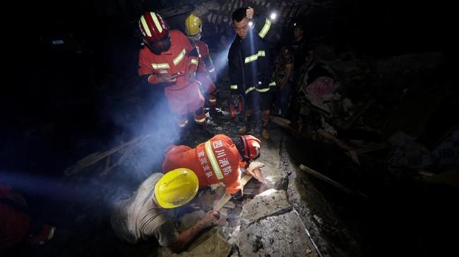 Sebanyak 12 orang tewas dan 122 lainnya luka-luka dalam bencana gempa bumi yang terjadi di wilayah Changning dan Qixian, Yibin. (China Daily via REUTERS)