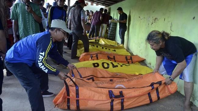 Petugas gabungan saat ini terus mencari orang yang hilang usai kecelakaan perahu tenggelam itu.(ANTARA FOTO/Saiful Bahri)