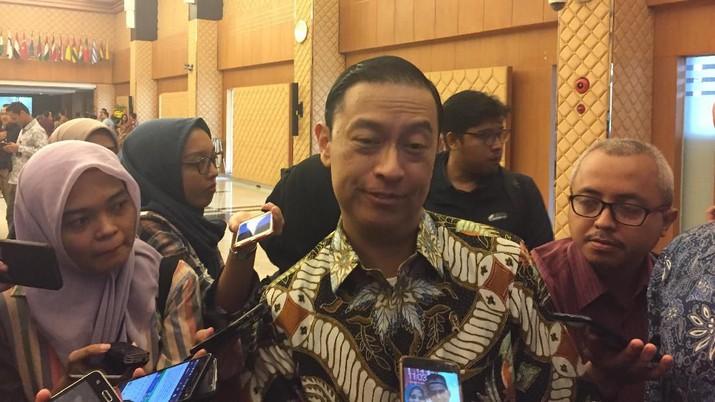 Harus diakui Indonesia masuk dalam stagnasi ekonomi. Walaupun masih positif, namun ekonomi Indonesia tak jauh dari 5% pertumbuhannya.
