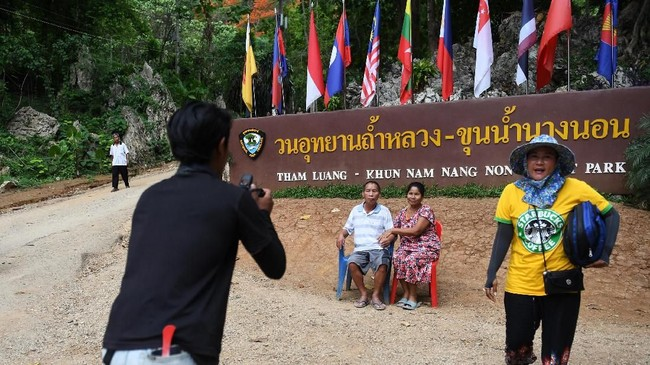 Dalam bahasa Thailand Tham Luang Nang Non berarti Gua Besar Putri Tidur.