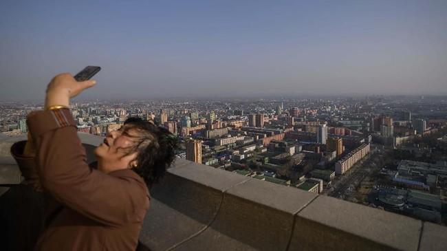 Turis China mengeluarkan dana mulai dari 2.500 yuan (sekitar Rp5,1 juta) per orang untuk perjalanan tiga hari di Korea Utara.