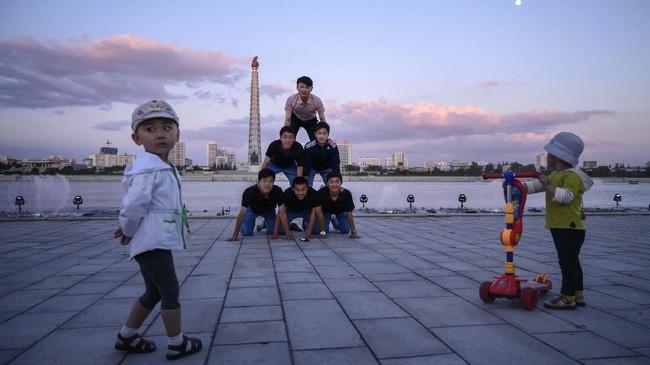Pemandangan area wisata di tepi Sungai Taedong, Pyongyang, Korea Utara.