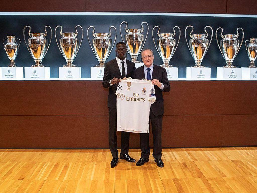 Ferland Mendy menjadi salah satu pemain yang dibeli Real Madrid saat bursa transfer baru dibuka. Untuk mengangkutnya dari Olympique Lyon, Madrid butuh dana 48 juta euro. (Twitter @realmadriden)