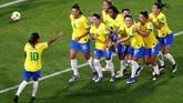 Dengan usia 33 tahun, Marta diharapkan bisa memimpin Brasil saat turnamen Piala Dunia memasuki fase knock-out. (REUTERS/Bernadett Szabo)