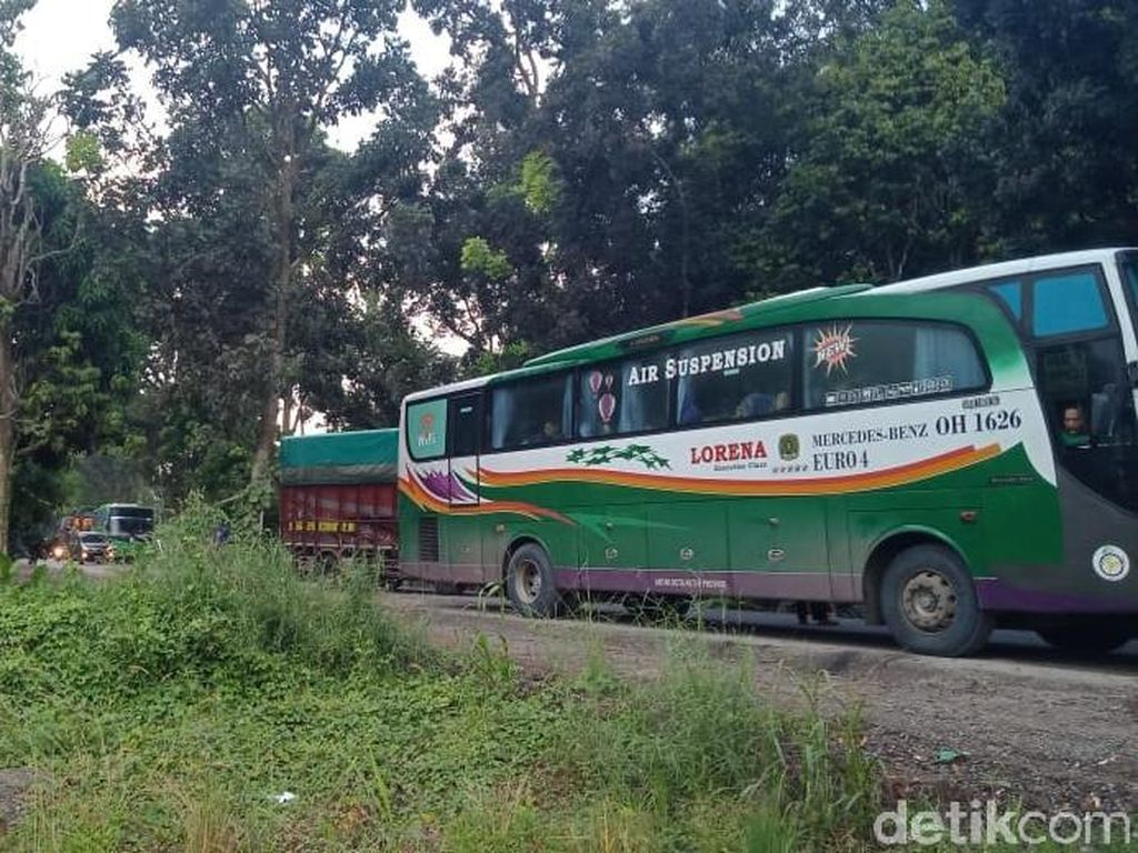 Jembatan Way Mesuji Putus, Macet Panjang Hadang Bus-bus Sumatera