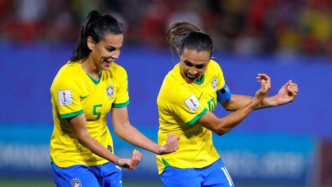 Marta merayakan gol bersejarah di Piala Dunia 2019. (REUTERS/Phil Noble)