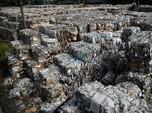 Penampakan Tumpukan Sampah Impor di Mojokerto